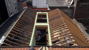 Rénovation de toiture: construction de la nouvelle structure du toit