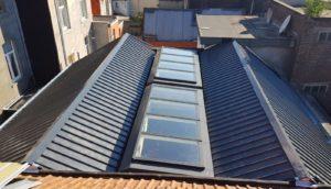 Rénovation de toiture: installation de nouveaux revêtements de toit et lucarnes